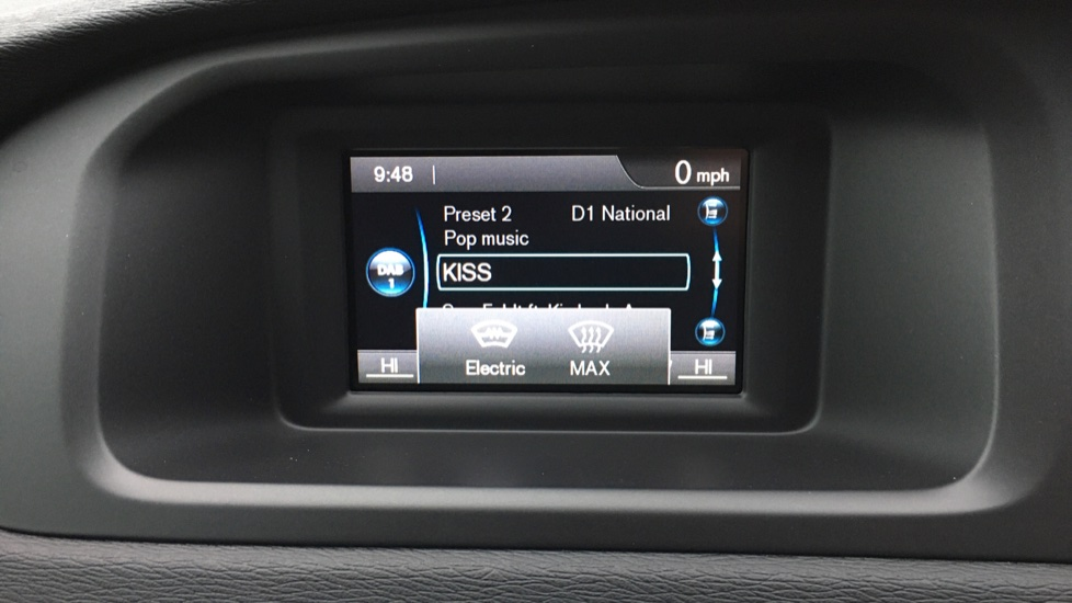 Volvo V40 D2 R Design MT, Winter Pack, Heated Windscreen & Front Seats, DAB Radio & 17 Inch Alloys image 7