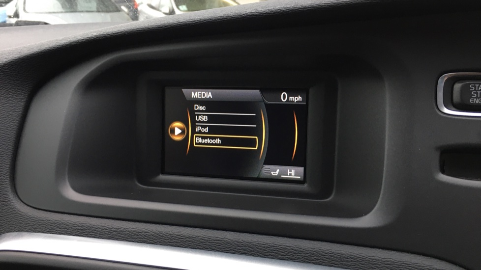 Volvo V40 D2 R Design MT, Winter Pack, Heated Windscreen & Front Seats, DAB Radio & 17 Inch Alloys image 8