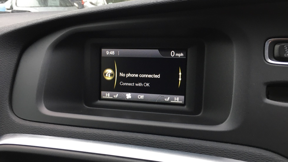Volvo V40 D2 R Design MT, Winter Pack, Heated Windscreen & Front Seats, DAB Radio & 17 Inch Alloys image 9