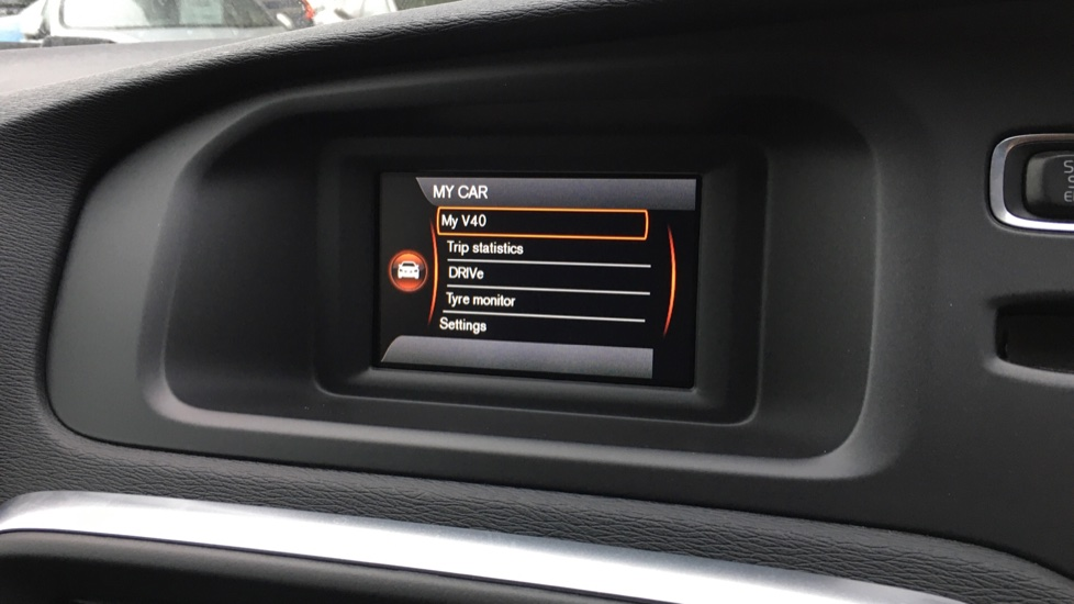 Volvo V40 D2 R Design MT, Winter Pack, Heated Windscreen & Front Seats, DAB Radio & 17 Inch Alloys image 10