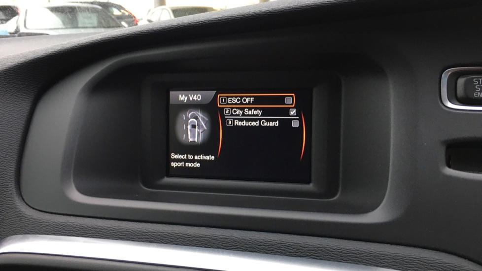 Volvo V40 D2 R Design MT, Winter Pack, Heated Windscreen & Front Seats, DAB Radio & 17 Inch Alloys image 11