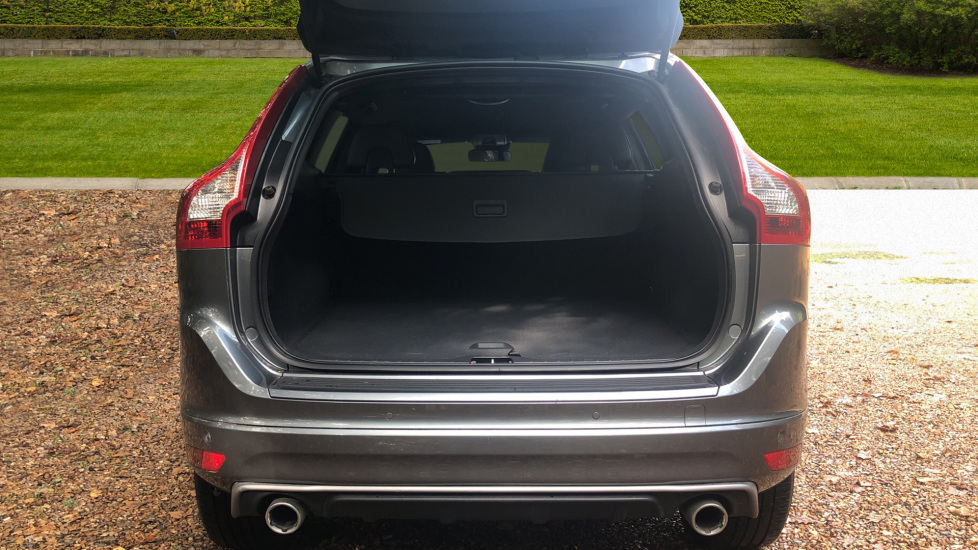 Volvo XC60 D4 R Design Nav Auto, Winter Pk, Heated Screen & Seats, Rr Sensors, Tempa Spare Wheel. image 18