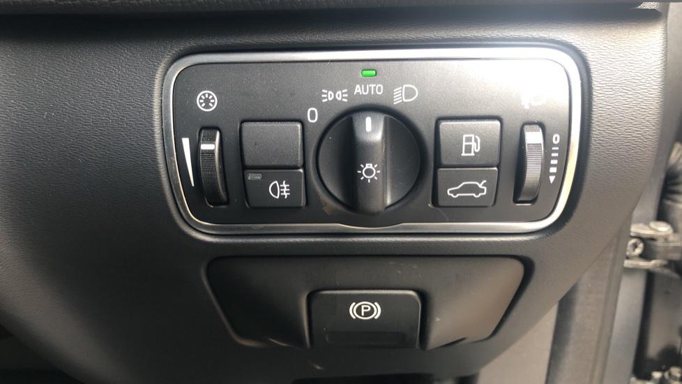 Volvo XC60 D4 R Design Nav Auto, Winter Pk, Heated Screen & Seats, Rr Sensors, Tempa Spare Wheel. image 21