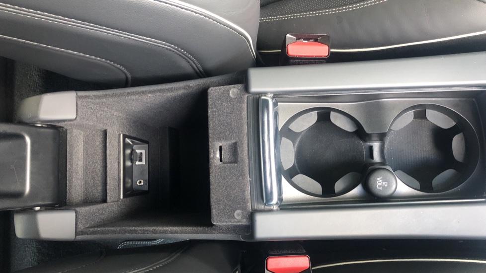 Volvo XC60 D4 R Design Nav Auto, Winter Pk, Heated Screen & Seats, Rr Sensors, Tempa Spare Wheel. image 25