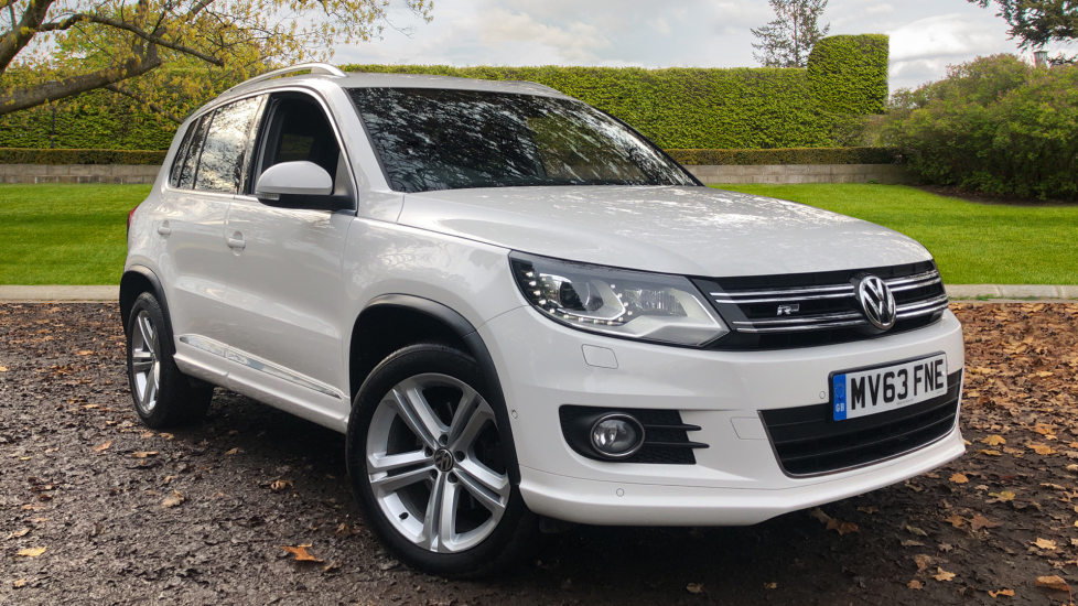 Volkswagen Tiguan 2.0 TDi BlueMotion Tech R Line DSG 7 Spd Auto, Fnt & Rr Parking Sensors, Park Pilot & Bluetooth Diesel Automatic 5 door Estate (2013) image