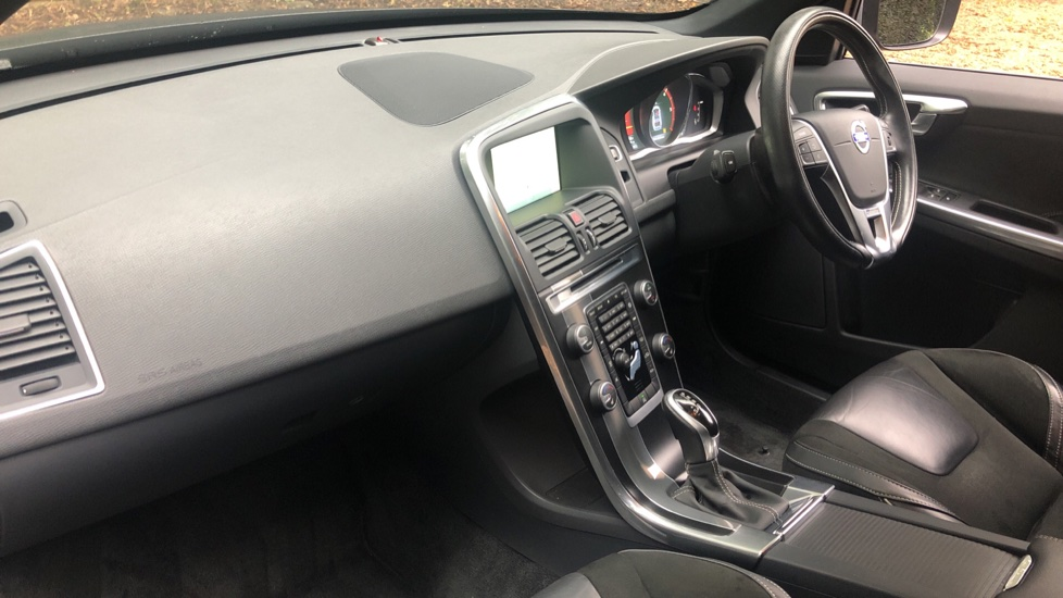Volvo XC60 D4 R Design Nav Auto, Winter Pk, Heated Screen, Sensus Connect & Privacy Glass. image 11