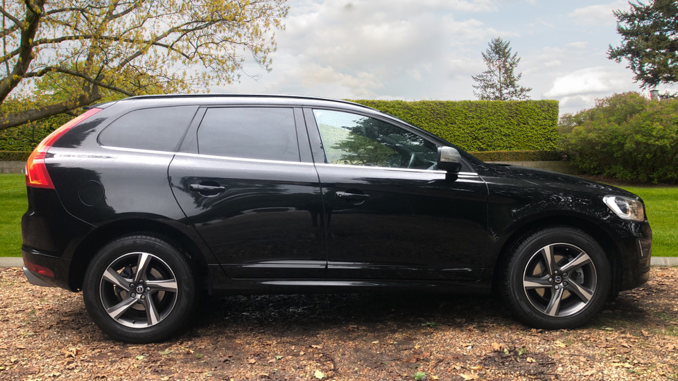 Volvo XC60 D4 R Design Nav Auto, Winter Pk, Heated Screen, Sensus Connect & Privacy Glass. image 2