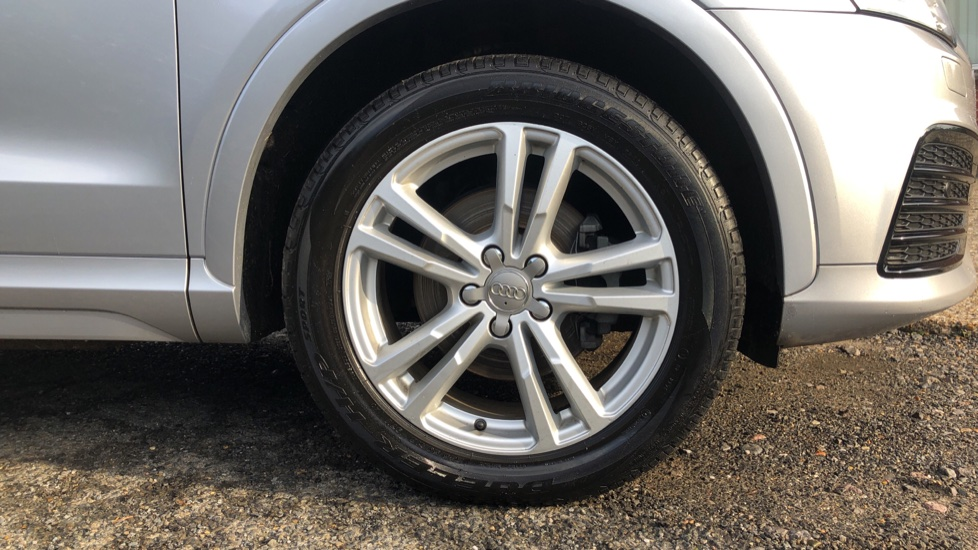 Audi Q3 2.0T FSI Quattro S Line Navigation Auto, Rear Sensors, Audi Parking Plus System, DAB Radio image 16