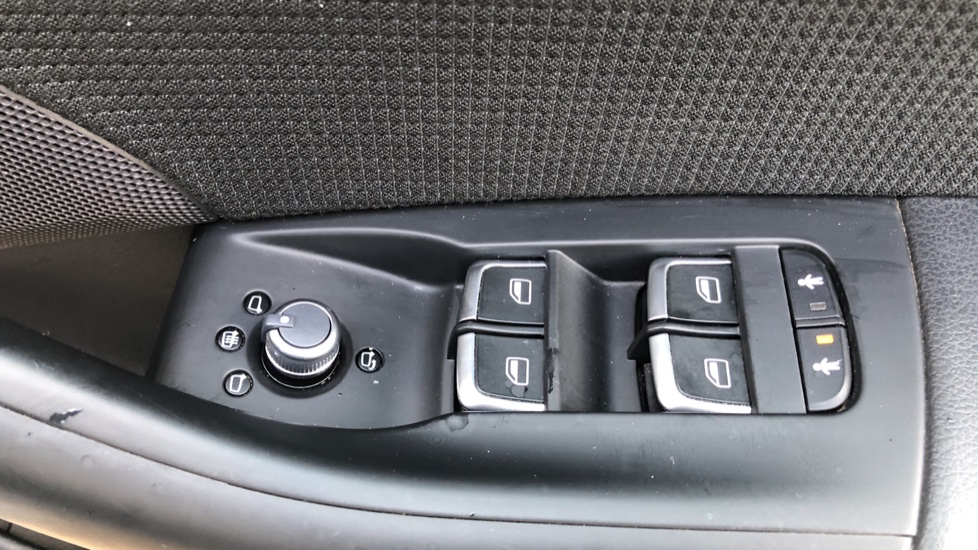 Audi Q3 2.0T FSI Quattro S Line Navigation Auto, Rear Sensors, Audi Parking Plus System, DAB Radio image 20
