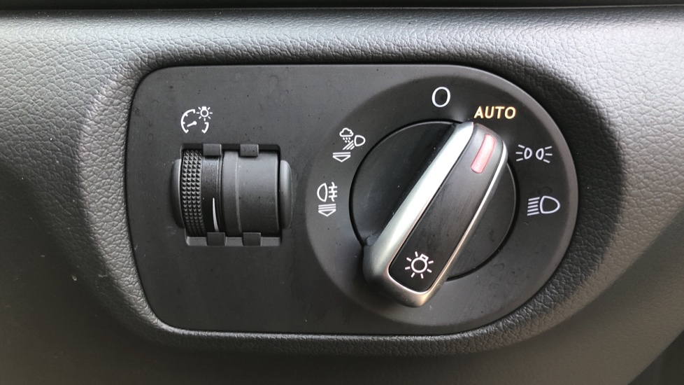Audi Q3 2.0T FSI Quattro S Line Navigation Auto, Rear Sensors, Audi Parking Plus System, DAB Radio image 18