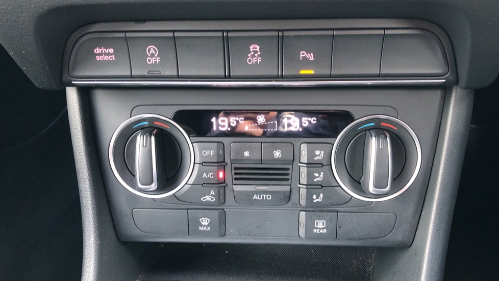 Audi Q3 2.0T FSI Quattro S Line Navigation Auto, Rear Sensors, Audi Parking Plus System, DAB Radio image 13