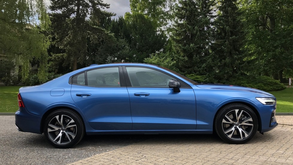 Volvo S60 T8 Hybrid R Design Plus AWD Auto, Nav, Winter Pack, Active Bending Headlights, Keyless Drive image 2 thumbnail