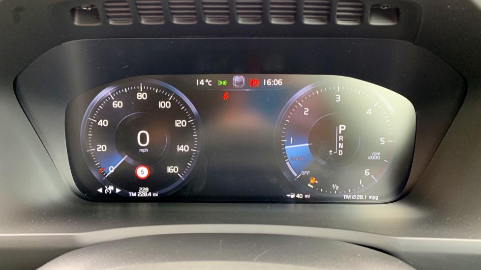 Volvo XC90 2.0 D5 PowerPulse Momentum Pro AWD Auto W. Xenium Pack, Front & Rear Park Assist image 7