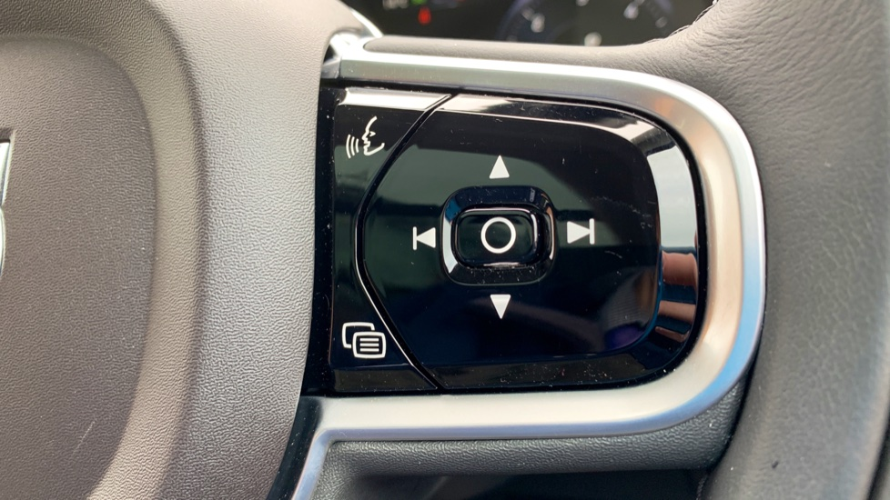 Volvo XC90 2.0 D5 PowerPulse Momentum Pro AWD Auto W. Xenium Pack, Front & Rear Park Assist image 11