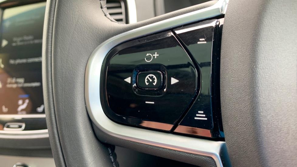 Volvo XC90 2.0 D5 PowerPulse Momentum Pro AWD Auto W. Xenium Pack, Front & Rear Park Assist image 12