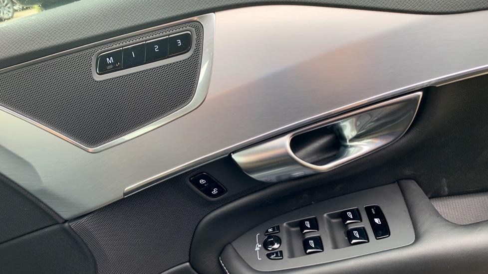 Volvo XC90 2.0 D5 PowerPulse Momentum Pro AWD Auto W. Xenium Pack, Front & Rear Park Assist image 15