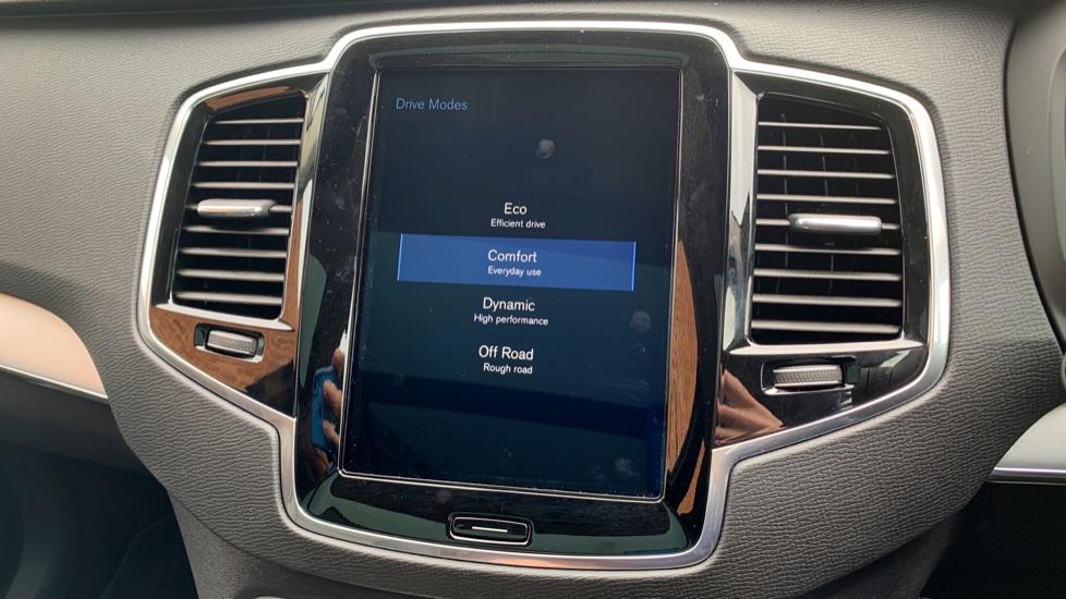 Volvo XC90 2.0 D5 PowerPulse Momentum Pro AWD Auto W. Xenium Pack, Front & Rear Park Assist image 22