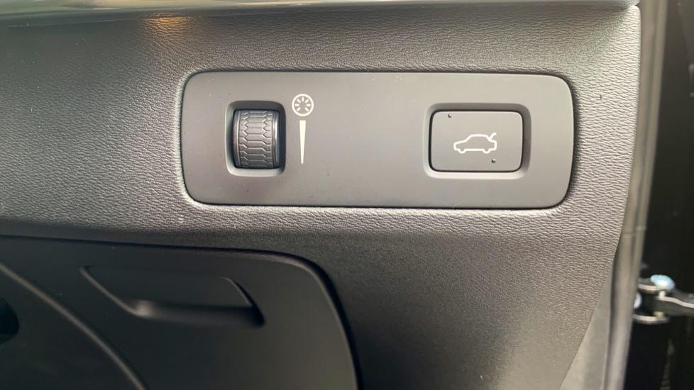 Volvo XC90 2.0 D5 PowerPulse Momentum Pro AWD Auto W. Xenium Pack, Front & Rear Park Assist image 24