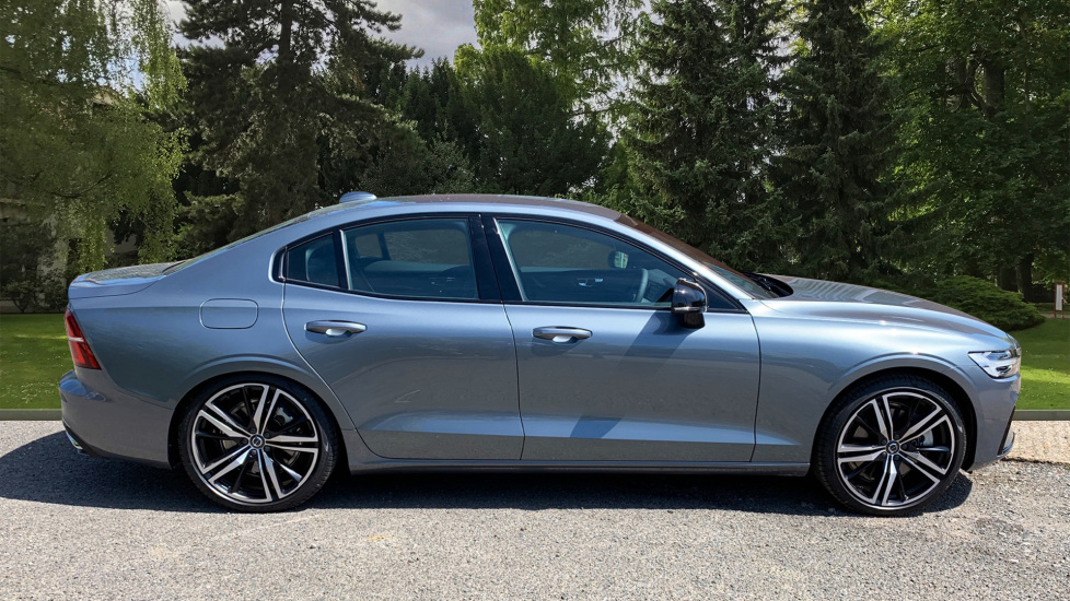 Volvo S60 2.0 T5 R Design Edition Auto With. Launch Pack, Rear Camera & Smartphone  image 4