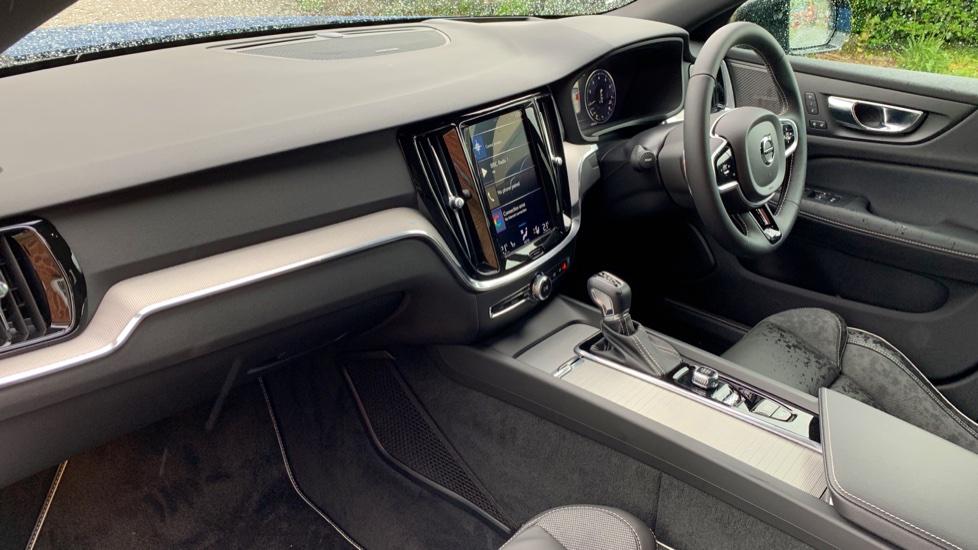 Volvo V60 2.0 T5 R Design Pro Auto W. Smartphone Integration, 360 Camera & Harmon kardon  image 3