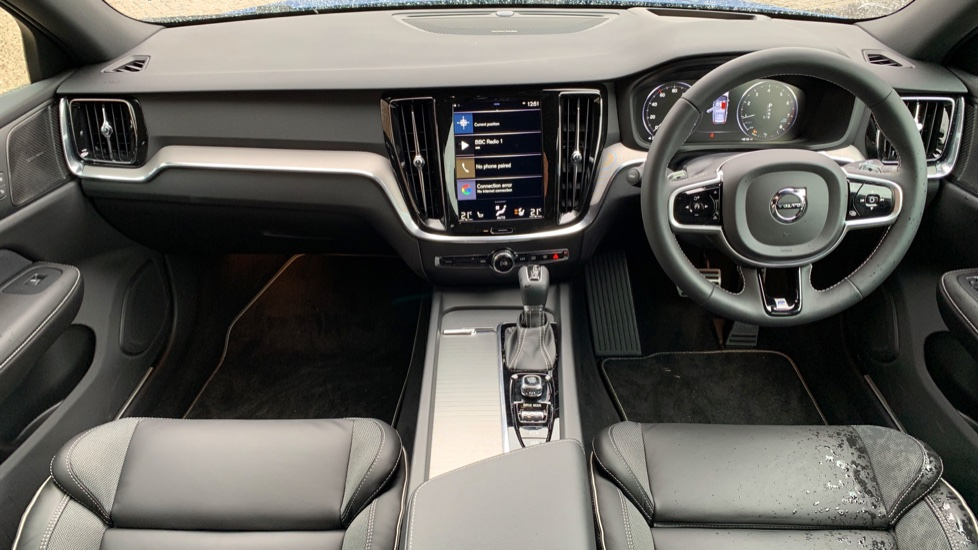 Volvo V60 2.0 T5 R Design Pro Auto W. Smartphone Integration, 360 Camera & Harmon kardon  image 6