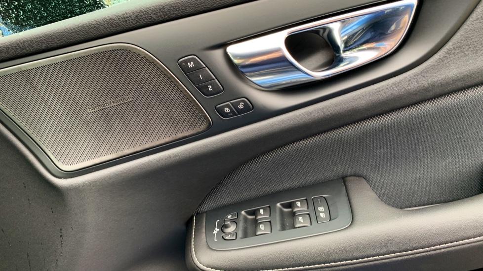 Volvo V60 2.0 T5 R Design Pro Auto W. Smartphone Integration, 360 Camera & Harmon kardon  image 15