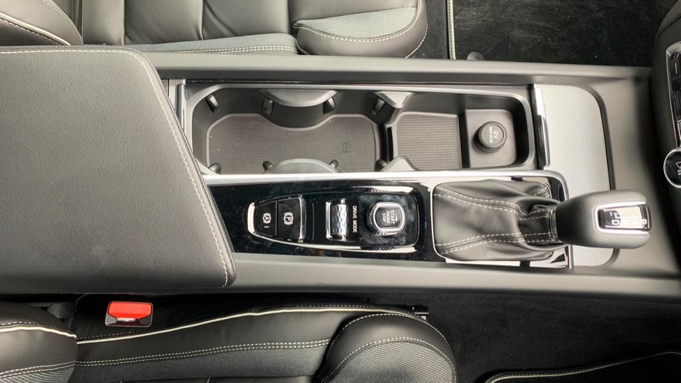 Volvo V60 2.0 T5 R Design Pro Auto W. Smartphone Integration, 360 Camera & Harmon kardon  image 23
