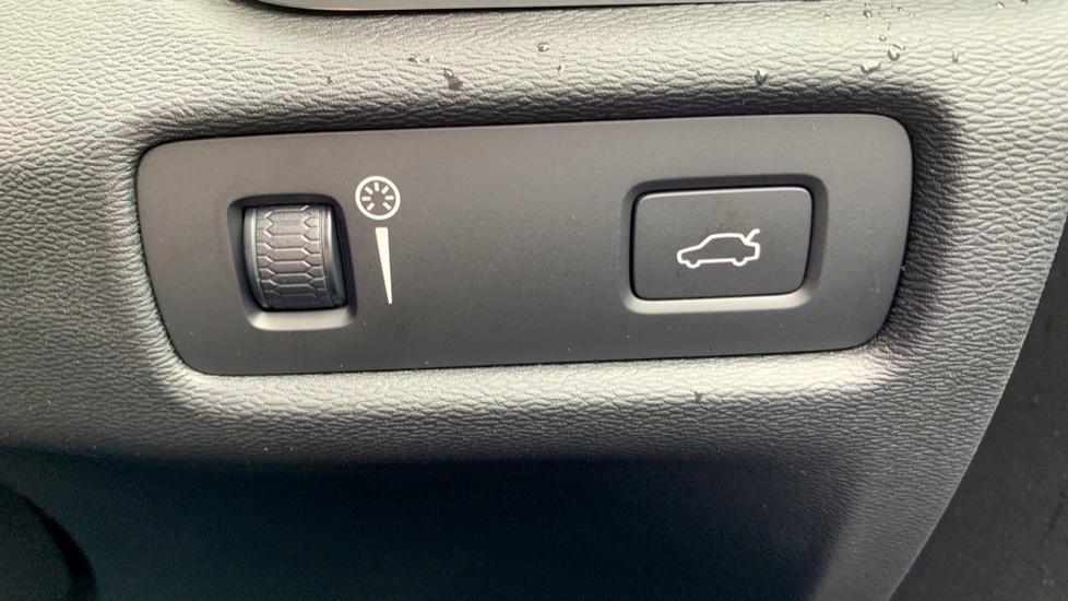 Volvo V60 2.0 T5 R Design Pro Auto W. Smartphone Integration, 360 Camera & Harmon kardon  image 24
