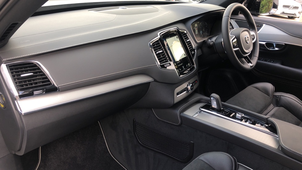 Volvo XC90 B6P R Design Pro AWD Auto, Xenium, Family & 7 Seat Comfort Pack, Sunroof, 360 Camera, BLIS image 12