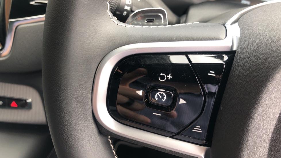 Volvo XC90 B6P R Design Pro AWD Auto, Xenium, Family & 7 Seat Comfort Pack, Sunroof, 360 Camera, BLIS image 14