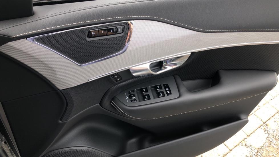 Volvo XC90 B6P R Design Pro AWD Auto, Xenium, Family & 7 Seat Comfort Pack, Sunroof, 360 Camera, BLIS image 38