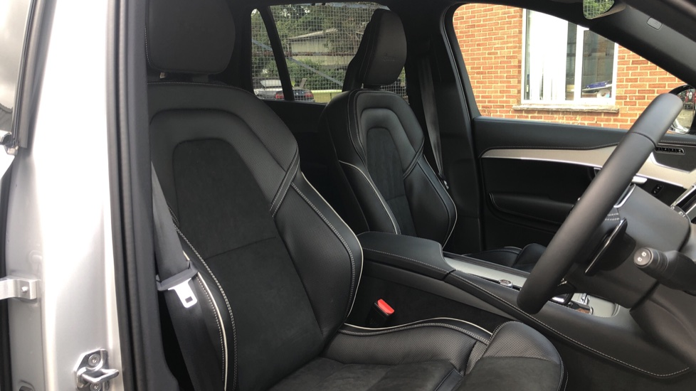Volvo XC90 B6P R Design Pro AWD Auto, Xenium, Family & 7 Seat Comfort Pack, Sunroof, 360 Camera, BLIS image 18