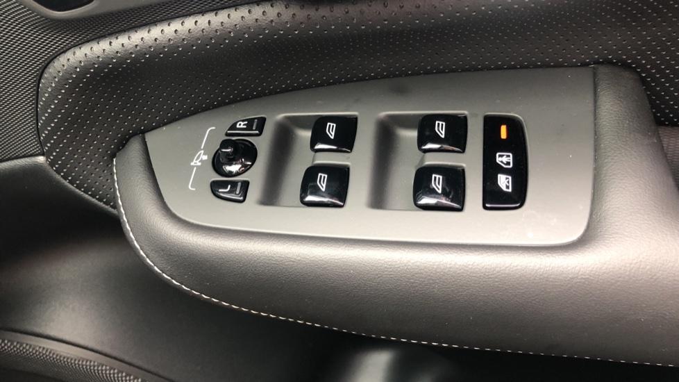 Volvo XC90 B6P R Design Pro AWD Auto, Xenium, Family & 7 Seat Comfort Pack, Sunroof, 360 Camera, BLIS image 39