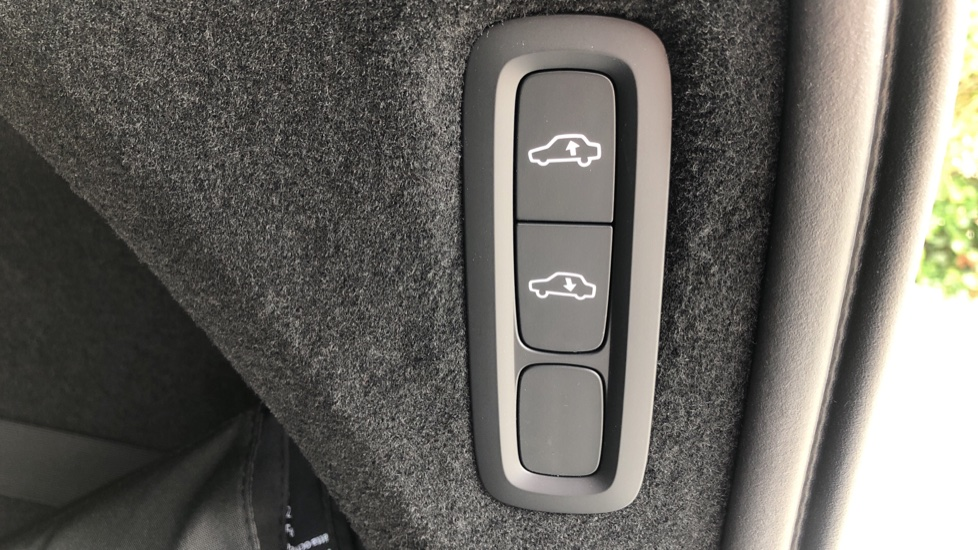 Volvo XC90 B6P R Design Pro AWD Auto, Xenium, Family & 7 Seat Comfort Pack, Sunroof, 360 Camera, BLIS image 24
