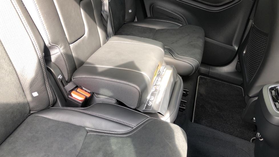 Volvo XC90 B6P R Design Pro AWD Auto, Xenium, Family & 7 Seat Comfort Pack, Sunroof, 360 Camera, BLIS image 6