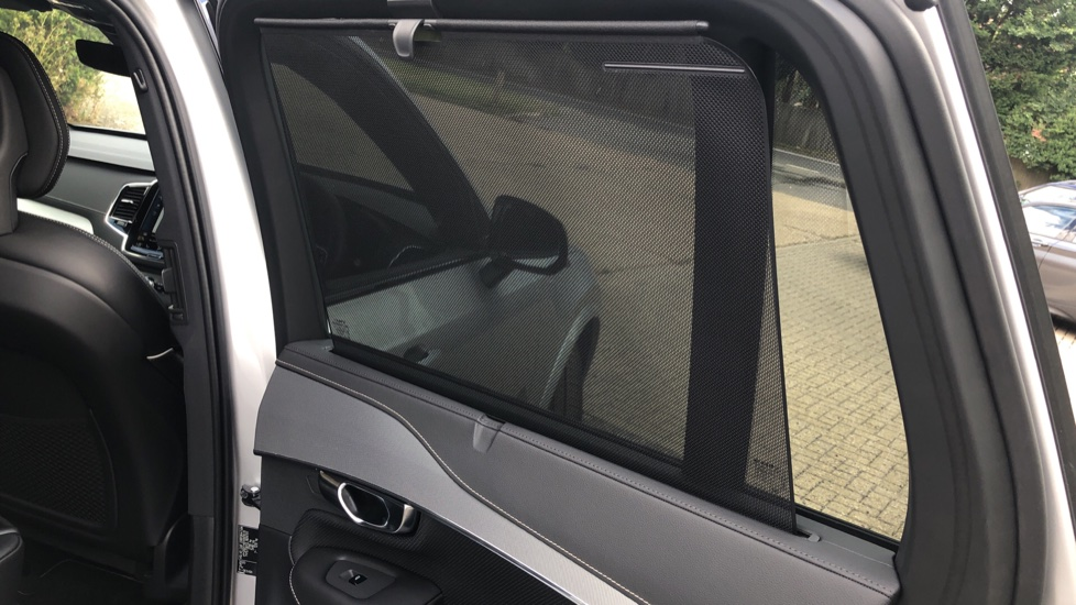 Volvo XC90 B6P R Design Pro AWD Auto, Xenium, Family & 7 Seat Comfort Pack, Sunroof, 360 Camera, BLIS image 21