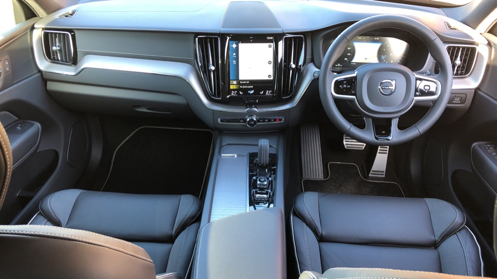 Volvo XC60 B5P Mild Hybrid R Design Pro Auto, Lounge Pack, Sunroof, 360 Camera, Wireless Phone Charging image 11