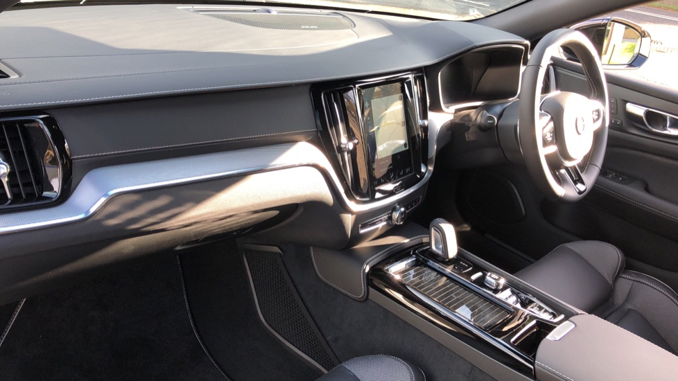 Volvo V60 T8 Hybrid Polestar Engineerd AWD Auto, Nav, Harman Kardon, Keyless Drive, Heated Screen image 10