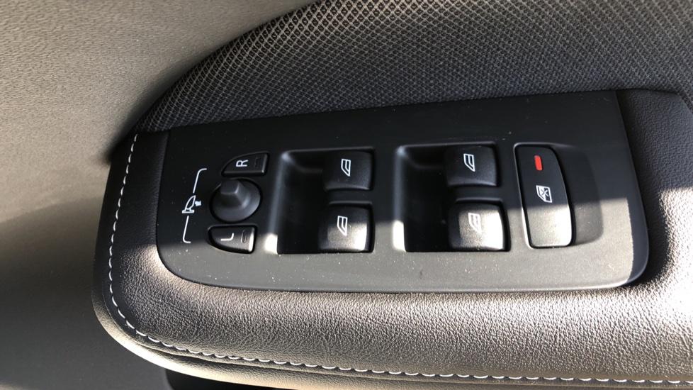 Volvo V60 T8 Hybrid Polestar Engineerd AWD Auto, Nav, Harman Kardon, Keyless Drive, Heated Screen image 31