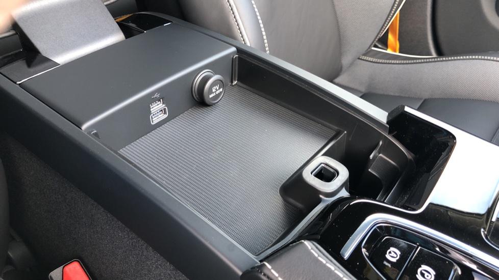 Volvo V60 T8 Hybrid Polestar Engineerd AWD Auto, Nav, Harman Kardon, Keyless Drive, Heated Screen image 25