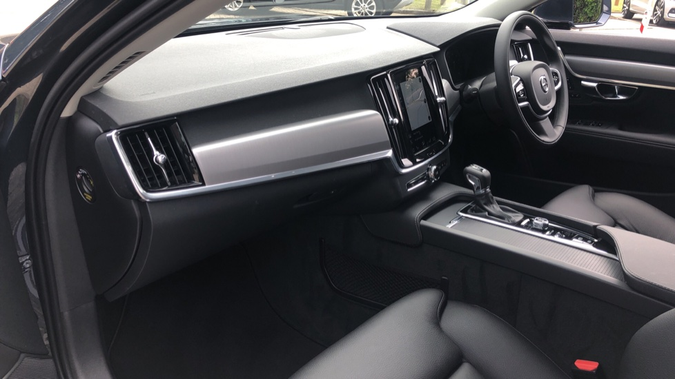 Volvo V90 T4 Momentum Plus Auto, Winter & Convenience Packs, 360 Camera, Tints, 18in Alloys, BLIS image 15