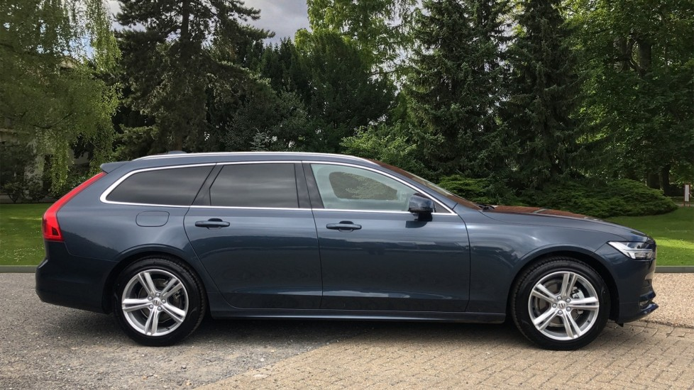 Volvo V90 T4 Momentum Plus Auto, Winter & Convenience Packs, 360 Camera, Tints, 18in Alloys, BLIS image 2