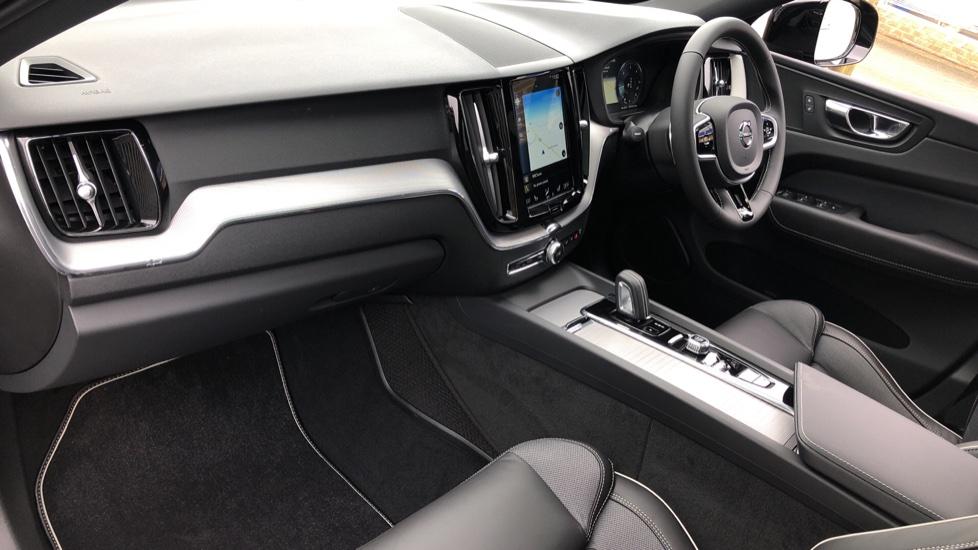 Volvo XC60 B4D AWD Mild Hybrid R Design Auto, Winter & Conven Pks, PanoRoof, Heated F+R Seats & Rear Cam image 13