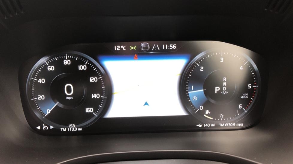 Volvo XC60 B4D AWD Mild Hybrid R Design Auto, Winter & Conven Pks, PanoRoof, Heated F+R Seats & Rear Cam image 8