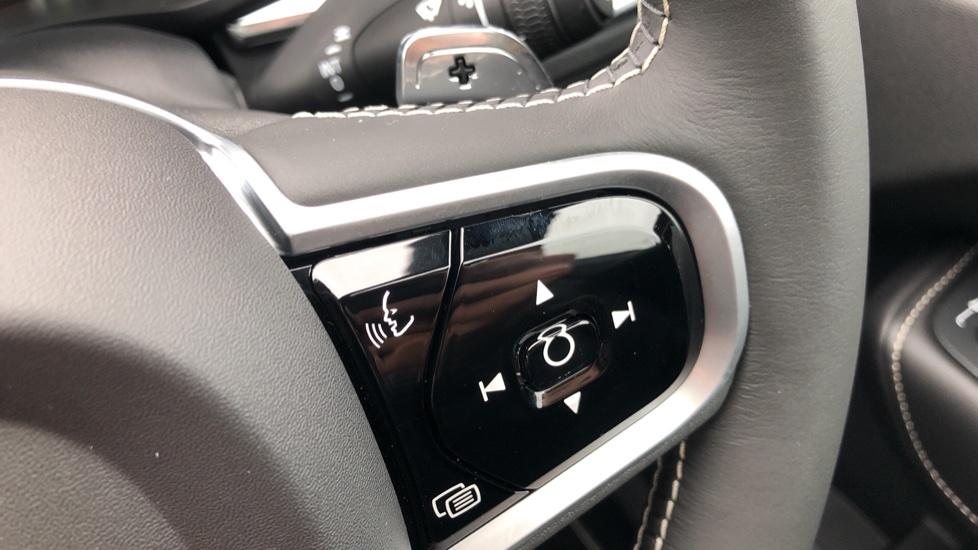 Volvo XC60 B4D AWD Mild Hybrid R Design Auto, Winter & Conven Pks, PanoRoof, Heated F+R Seats & Rear Cam image 23