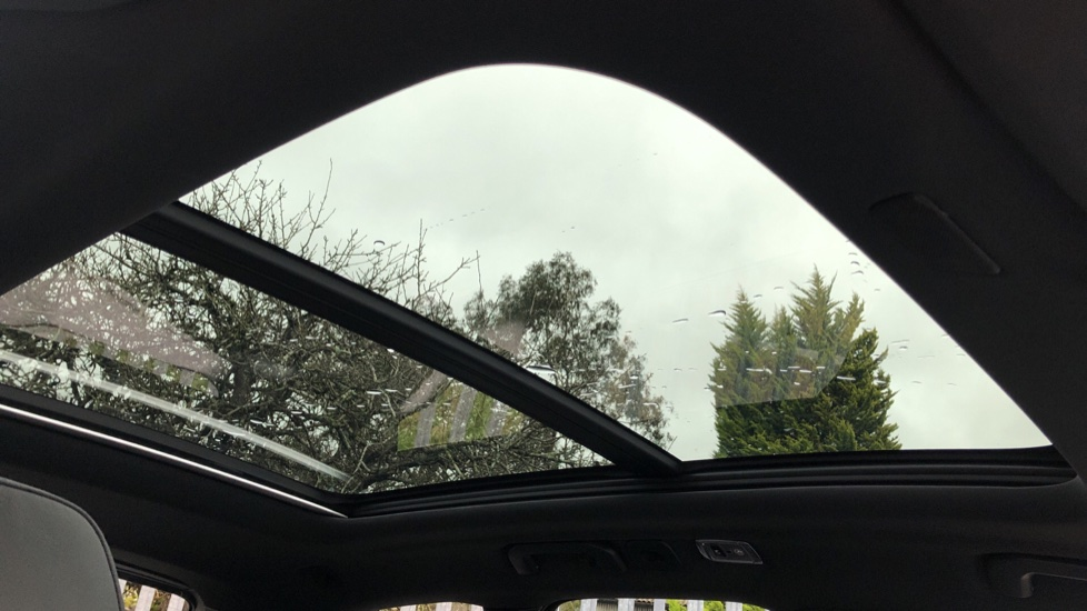 Volvo XC60 B4D AWD Mild Hybrid R Design Auto, Winter & Conven Pks, PanoRoof, Heated F+R Seats & Rear Cam image 6