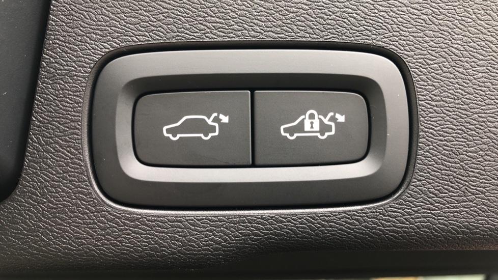 Volvo XC60 B4D AWD Mild Hybrid R Design Auto, Winter & Conven Pks, PanoRoof, Heated F+R Seats & Rear Cam image 19