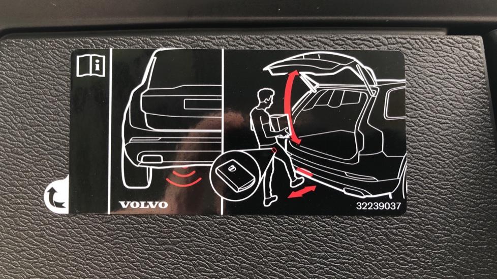 Volvo XC60 B4D AWD Mild Hybrid R Design Auto, Winter & Conven Pks, PanoRoof, Heated F+R Seats & Rear Cam image 20
