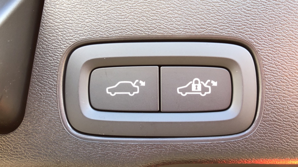 Volvo XC60 T8 Recharge PHEV Polestar AWD Auto with Lounge, Tech, Versatility, Climate & Driver Assist Packs image 33