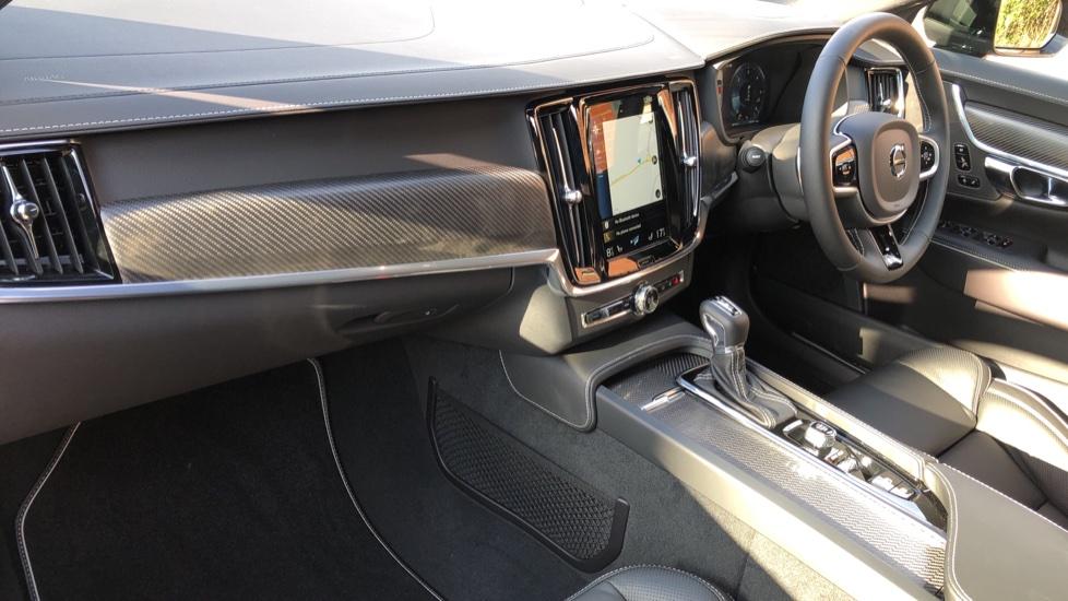 Volvo V90 D4 R Design Plus Auto, Nav, Winter Pack, Head Up Display, 360 Camera, BLIS, 20 Inch Alloys image 11